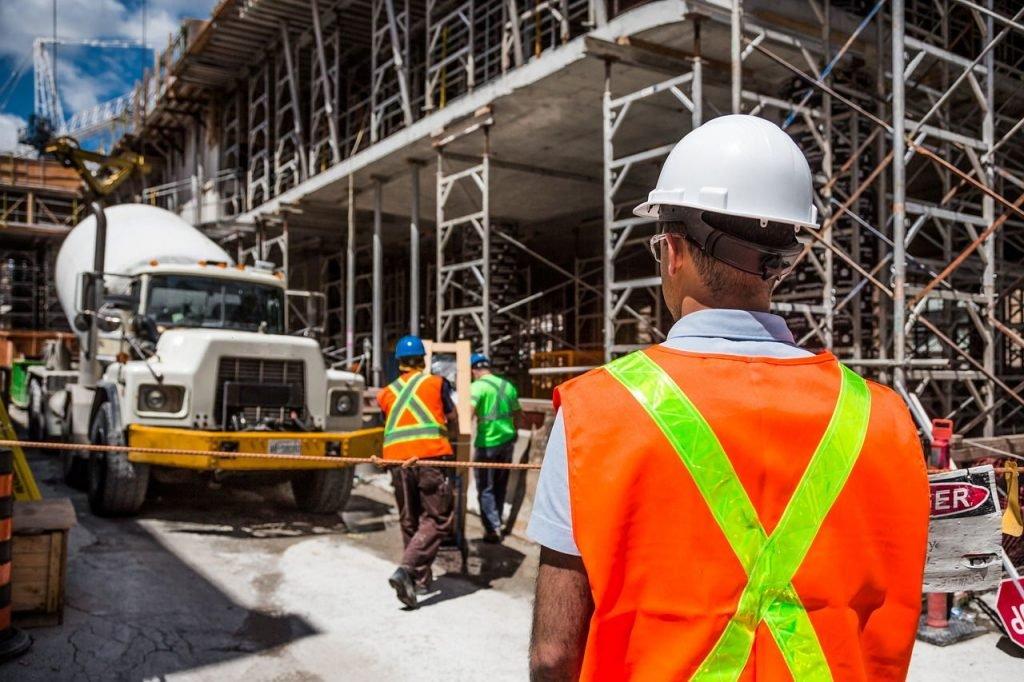 betoniarka na placu budowy